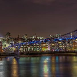 Millennium Bridge by Steve Dormer - Buildings & Architecture Bridges & Suspended Structures ( london, night time photography, millennium bridge, night )