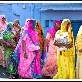 India by Diego Scaglione - People Group/Corporate ( walking, street, house, women, colours,  )