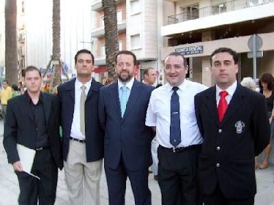 Nuestro director con el uniforme de nuestra banda, el primero a la derecha