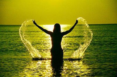 mulher,mar,água,lindo pôr do sol,