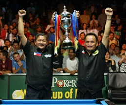 PARTY POKER.COM WORLD CUP OF POOL THE NEWPORT CENTRE, NEWPORT,WALES 27/8/02 PIC;LAWRENCE LUSTIG FINAL PHILIPPINES(EFREN REYES & FRANCISCO BUSTAMANTE) V USA(RODNEY MORRIS & EARL STRICKLAND) EFREN REYES & FRANCISCO BUSTAMANTE LIFT THE CUP