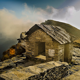 Roof by Sunando Patra - Buildings & Architecture Other Exteriors ( clouds, mountains, hut, chopta, uttarakhand, landscapes, himalayas )
