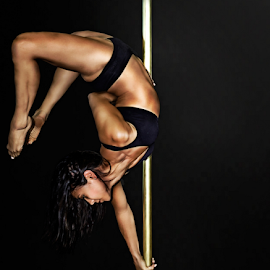 The amazing Rachel! by Lee Underwood - Sports & Fitness Fitness ( pole, fitness, health, dance, pole dance )
