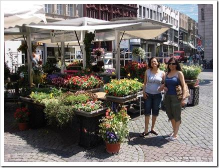 Cuchy y Mechy Melendez en Plaza_Mercado_Basel, Suiza