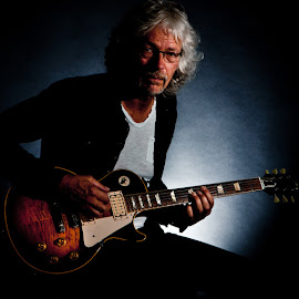 Gibson Les Paul by Nick Moore - People Musicians & Entertainers ( music, les paul, gibson, guitarist, guitar, musician, portrait )