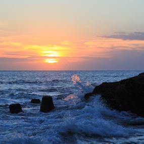 Bali Sunset by Eric Ebling - Landscapes Sunsets & Sunrises ( water, bali, sky, indonesia, sunset, tanah lot )
