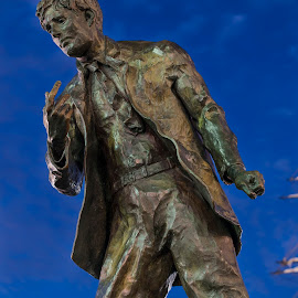 Jack London statue by Greg Varney - City,  Street & Park  City Parks ( bronze, jack london, statue, blue hour, california, oakland )