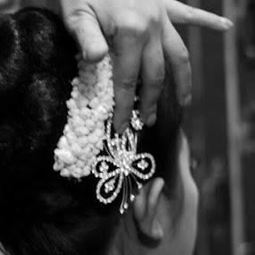 Hair Accesories... by Dwi Ratna Miranti - Wedding Details