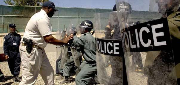 http://lh3.ggpht.com/civilmilitaryrelations/RlNOUjGp1VI/AAAAAAAAAJA/HgJt6oPErMc/s800/police_afgan_large.jpg