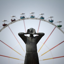 Le cri by Basile Galimard - City,  Street & Park  Amusement Parks ( statue, wheel, fete foraine, shout, ferris wheel )