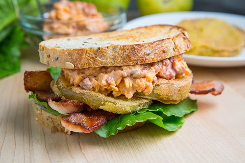 Fried Green Tomato BLT with Pimento Cheese Recept | Yummly
