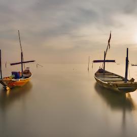 Go down by Yossy Ryananta - Transportation Boats ( waterscape, boats, seascape, beach, local, boat, morning, surabaya,  )