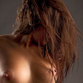 act y by Јанус Т. - Nudes & Boudoir Artistic Nude ( studio, girl, nude, color, hair )