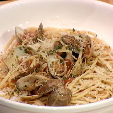 Chairman of the Board Linguine with Clam Sauce