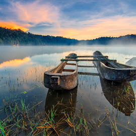Tamblingan Lake by Dek Seplo - Uncategorized All Uncategorized