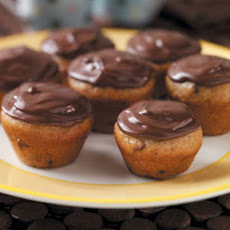 Banana-Chip Mini Cupcakes Recipe