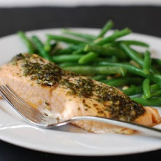 Pesto Salmon with Crunchy Green Beans