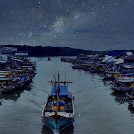十八丁渔港夜晚 by Oceankwek Kwek - Transportation Boats