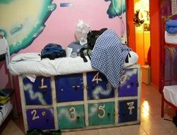 la cama sobre el armario