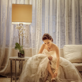 Bride getting ready by Desmond Teo - Wedding Getting Ready ( weddings, wedding day, wedding, getting ready, marriage, bride, singapore )