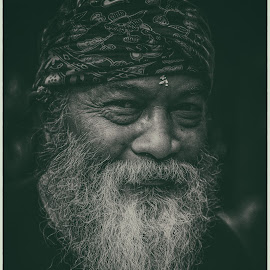 The Old Man by Ralf Kowohl - People Portraits of Men ( canon, picture, bali, old, black and white, asia, beard, old man, people, portrait, asian,  )