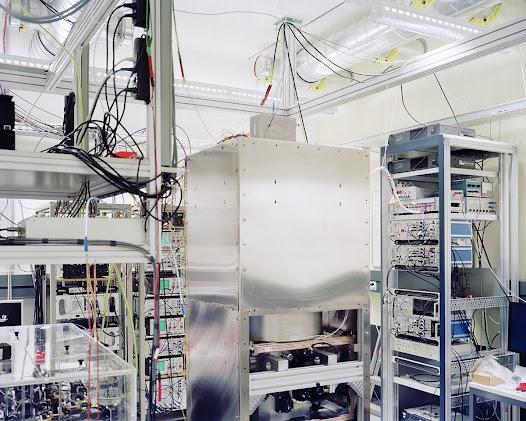 Metas – Centrum van metrologie – Bern  Atomische klok met aanhoudende fontein. Eén van de meest nauwkeurige klokken in de wereld. Ze zal nauwelijks 1 seconde verliezen na 30 miljoen jaar