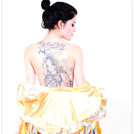 In kimono by Steve Thé - People Body Art/Tattoos ( kimono, model, female, woman, tattoos, back,  )