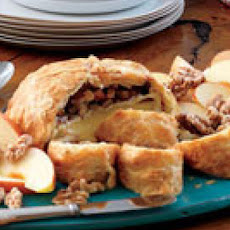 Baked Brie with Toasted Walnuts