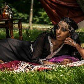 This was a shoot in the style of 1001 night with henna designs by Donny Snoeij - People Body Art/Tattoos ( henna, arabic, makeup, jewelery, marakech )