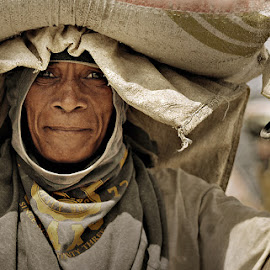 old labor by Rodel Cabantac - People Portraits of Men ( nikon, ambient )