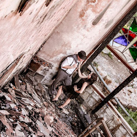 Love in Ruins by Louise Lacante - People Couples