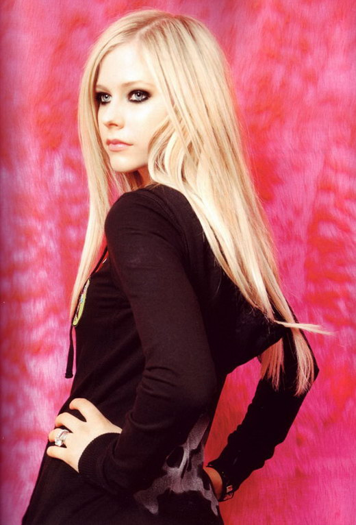Avril Lavigne's Sexy Long Blonde Hairstyle