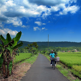 You and Beautiful View by Abdul Aziz - People Street & Candids ( canon, indonesia, human interest, landscape, people )