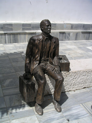 http://lh3.ggpht.com/emigrantecanario/SGJFezCNzaI/AAAAAAAAAVs/NjvNqXYomOA/s400/Estatua_de_toco%CC%81n_dedicada_al_emigrante.jpg