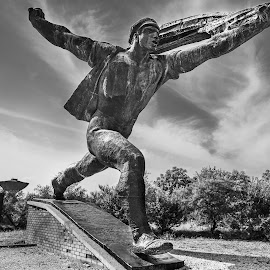 Towards the Rising Sun by Franco Beccari - Buildings & Architecture Statues & Monuments ( blackandwhite, budapest, statue, memento park, black and white, black white,  )