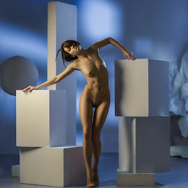Geometry by Dmitry Laudin - Nudes & Boudoir Artistic Nude ( studio, nude, girl, naked, sphere, cube, light )