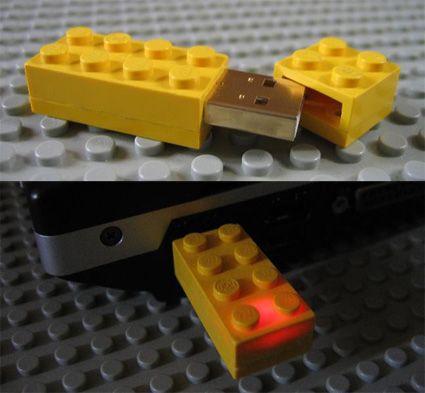 LEGOで出来たUSBメモリ