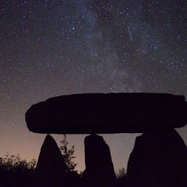Dolmen at Night by Seán Ó Cearbhaill - Novices Only Objects & Still Life ( history, stars, astrophotography, culture, dolmen )