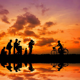 motret mbak e by Indra Prihantoro - Digital Art People ( sunset, photographer, bicycle )