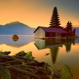 Batur by I Komang Windu - Landscapes Waterscapes ( canon, temple, bali, lake batur, lake, sunrise, travel photography )
