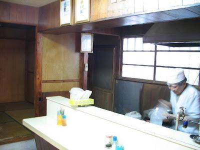アサヒ食堂・この道30年以上のオーナーの姿