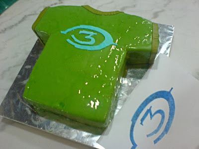 Halo_shirt_chocolate_cake