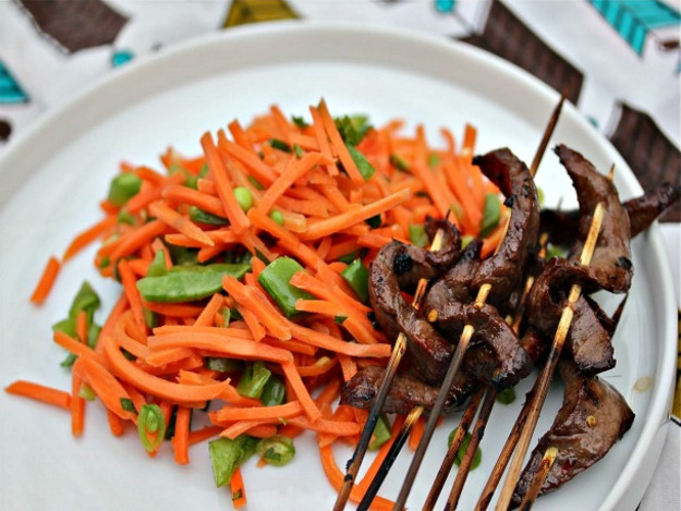 Vietnamese Sirloin Skewers With Spicy Carrot Salad Recept | Yummly
