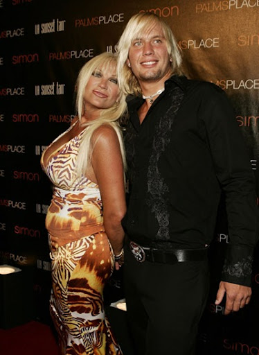 linda hogan and charlie hill kiss. Linda Hogan and boyfriend Charlie Hill Photo (Source:Evil Beet Gossip)
