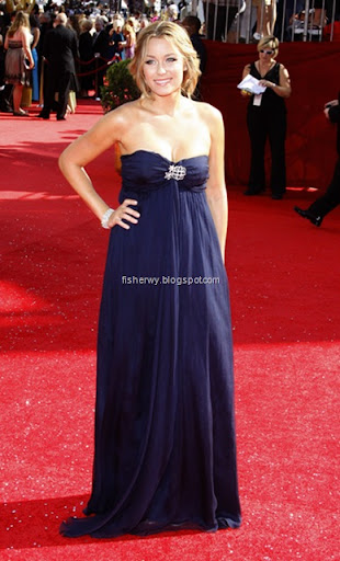 Lauren Conrad Emmy Dress Makes Her Look Like Pregnant!