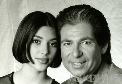 Kim Kardashian and dad Robert Kardashian pic