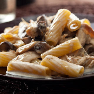 Creamy Rigatoni with Chicken and Mushrooms
