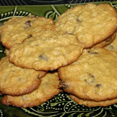 Crispy Oatmeal Chocolate Chip Cookies (Michael Smith)