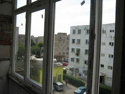 vedere in partea stanga a balconului inchis u termopan