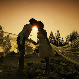 Sun Light by Tim Chong - Wedding Bride & Groom